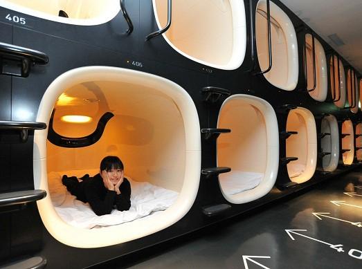 9-hours-capsule-hotel-07-523x389